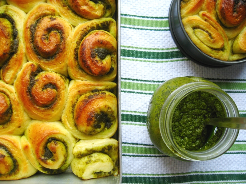 Pesto Bread Rolls